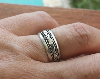 Sterling silver eternity milled ring