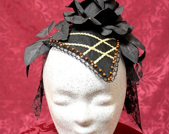 Fashionable Fascinator in black and gold
