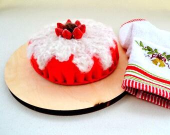 felt strawberry cake, red cake, handmade pretendplay red felt cake, ecofriendly cake, nontoxic toy, gift for her, children toy
