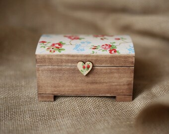 Cute gift for her / Wooden keepsake / jewelry box. Rustic wooden box. Romantic gift box.