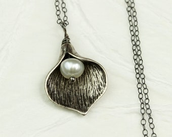 Calla Lily Necklace in Black, Sterling Silver, Black and White Wedding, Bridesmaids Gift, Calla Lily with Freshwater Pearl, Gift for Her