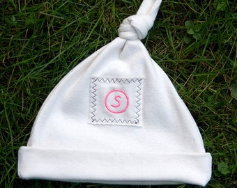 Personalized organic baby hat with Initial