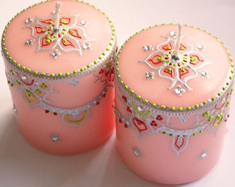 Set of 2 peach scented candles with silver, lime and orange design