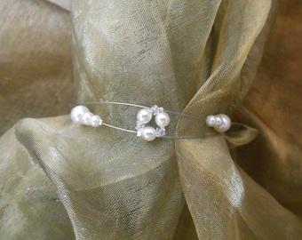 "Handmade wedding bracelet ""Adèle"" with pearly beads and swarovski crystal bicones.  Bridal bracelet !"