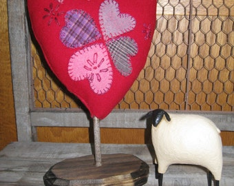 Primitive Accents Heart of Hearts Stand