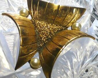 Tortolani Pearl Gold tone Brooch