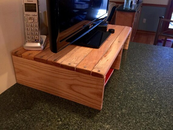 reclaimed pallet wood kitchen tv stand for countertop small. Black Bedroom Furniture Sets. Home Design Ideas