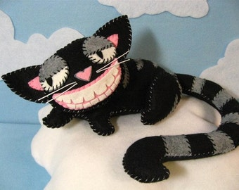 Cheshire Cat Plush in 2 Sizes, Instant Download Pattern