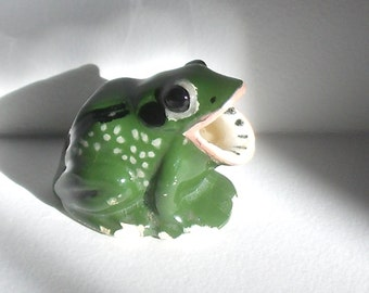 Vintage Ceramic Frog Figurine with Wide Open Mouth