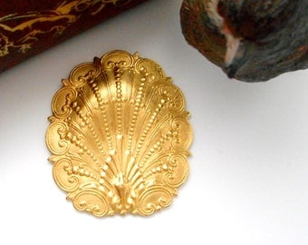 BRASS * Ornate SHELL Stampings ~ Jewelry Ornament Findings ~ Brass Stamping (FB-6082)