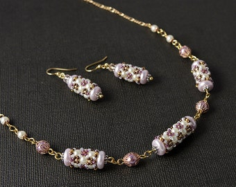 Beadwoven pendant & earrings in pink