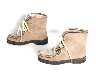size 7 WINTER tan vegan leather 70s 80s WEDGE lace up fur fleece boots