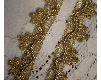 VINTAGE OLDE Pale MeTTALIC Gold Lace Swag TRIM - Yardage - AnCIENT RuSTIC Look