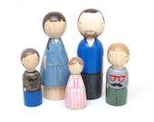 Custom Family Portrait of 5 Custom Dolls Wooden Dolls Family Portrait Hand-Painted Peg Dolls Wooden Toys Peg Doll Cake Topper Goose Grease