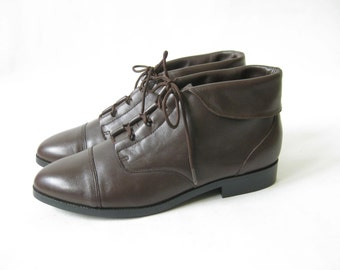 Vintage 80s Brown Leather Lace Up Cuff  Ankle Boots. Size 8 1/2