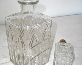 vintage decanter - pressed glass - home bar decor - retro madmen barware - shabby cottage chic - hollywood regency decor geometric design
