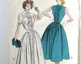 1950s Pin Tuck Dress - Button-Front Dress with Full Skirt and Peter Pan Collar - Butterick 6049 Stephens College // Size 17