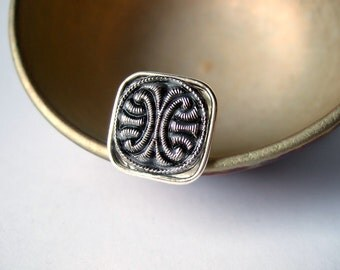 Convoluted - Adjustable Vintage Glass Ring