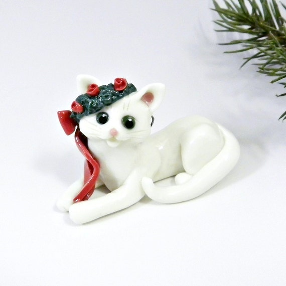 White Cat Christmas Ornament Figurine Wreath Porcelain