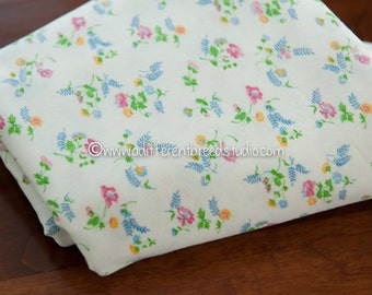 Pretty Summer Floral  - Vintage Fabric 60s 70s New Old Stock Wildflowers