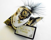 Brooch, Vintage Mardi Gras Mask Brooch, Black and Gold Brooch, Scrolled and Painted Glitter Mask with Pearls and Feathers, Thank You Brooch