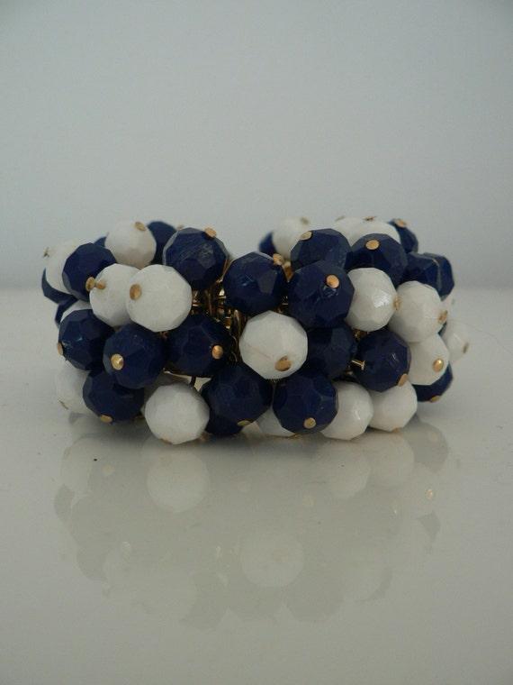 vintage 1950s blue white beaded stretch bracelet/ 50s costume jewelry