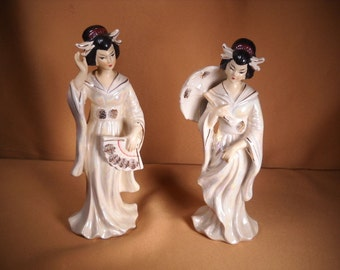 PORCELAIN GEISHA GIRLS, Set of two Geisha Girls made in Japan, Porcelain statues of Geshias made in Japan,set of two geshia Girls,1950 Japan