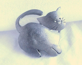 Fat Cat Brooch Pewter Vintage Figural Pin Signed Ultra Craft