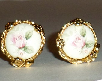 Vintage Pink Roses Clip On Earrings - Victorian Style - Clip On Earrings - Rose Earrings - Gold Tone Earrings - Vintage Costume Jewelry