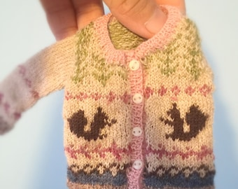 jiajiadoll-hand knitting-coloured squirrel knitted sweater long sleeves in pink fits momoko or misaki or blythe
