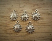 5 Antique Silver Sun Carved Smile Face Pendant Charms 20.5mm x 17mm