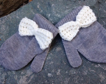 Toddler size cream bow stretch gloves in grey