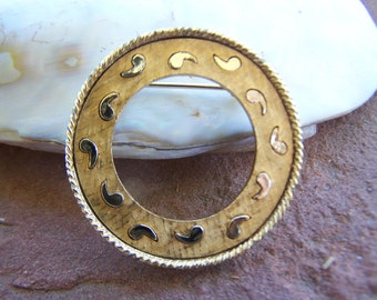 Vintage Jewelry Gerry's Ring Brooch with Trailing Paisley Frame Gold tone 1950's Fashion Jewelry , Small Round Brooch