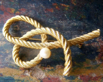 Vintage Jewelry Christian Dior style Brooch, Gold plated Textured Loops of Rope with Cultured Pearl