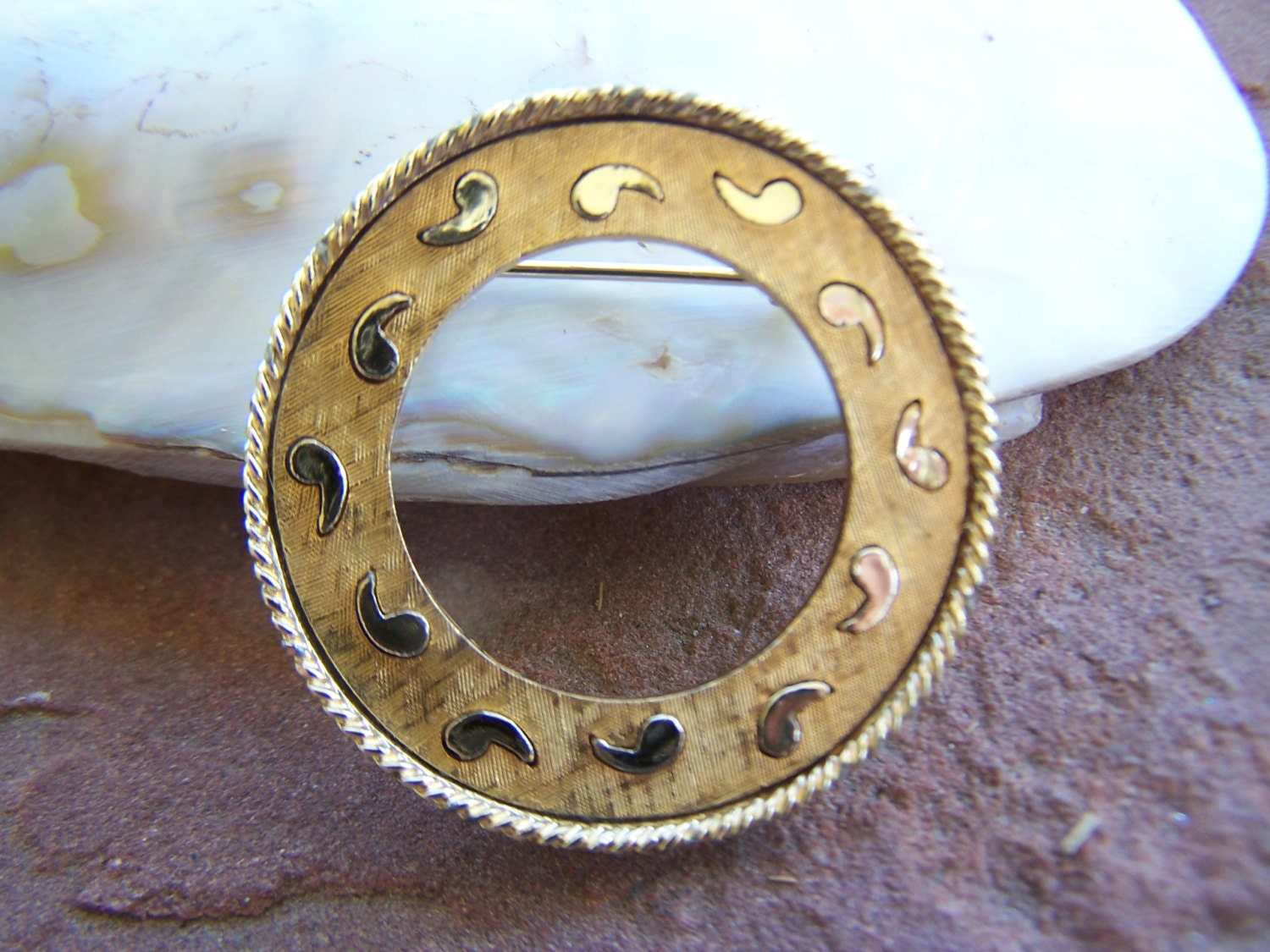 vintage jewelry gerry s ring brooch with trailing paisley
