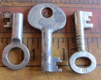 Skeleton Keys - Vintage Antique keys-  Barrel keys- Steampunk - Altered art s2