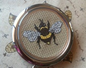 Compact mirror with cross stitch Bee