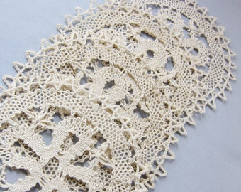 Vintage 1940s  HAND  made  lace COASTERS doilies SET 4