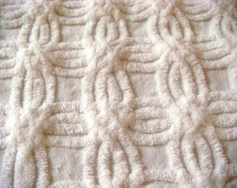 Hofmann White Supertuft Double Wedding Ring Vintage Cotton Chenille Bedspread Fabric 18 x 24 Inches