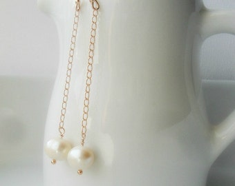 Long Chain Lone Pearl Dangle Earrings / Minimalist Baroque Pearl / Trendy Earrings / Modern everyday earrings / Bridesmaid Gift / For Her