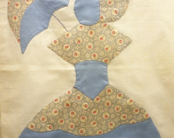 Very Nice APPLIQUED COLONIAL LADY from the 1940s Quilt Block Southern