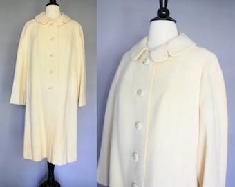 SALE 60s Coat / vintage 1960s Off-White Ivory Cream Wool Swing Coat / Petal Collar / Shagmoor / Medium - Large