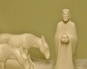 Vintage Franklin Porcelain The Nativity Figurines Wiseman and Two Donkeys Premiere Edition 1982 Edition Bisque Porcelain Replacements