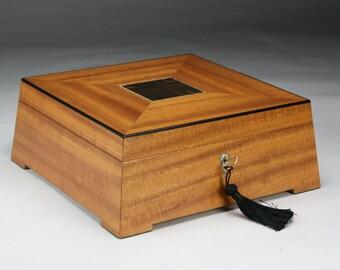 Stereos  (Immovable) Mahogany Jewelry Box