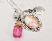 "Alice "" The white rabbit "" necklace"