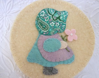 Sunbonnet Sue Felt Needlebook Needle Book Case Pinkeep Penny Rug