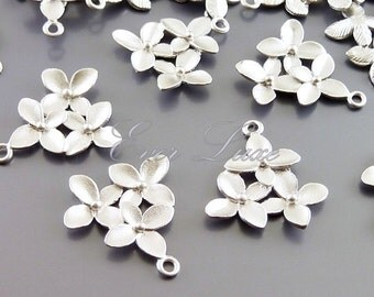 2 sakura cherry blossom flower pendants, bridal / wedding jewelry designs, charm bracelet P1111-MR