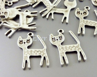 8 Happy sweet kitty cat charms / kitten pendants for making jewelry, jewellery supplies / craft supplies AN025-S (AN silver, 8 pieces)