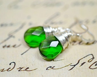 Kelly Green Wire Wrapped Earrings, Simple Green Earrings, Silver and Green Wired Earrings Green Drops Green Dangles Green Briolette Earrings