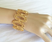 Vintage Classic Crown Trifari Bracelet Textured Gold Tone Filigree Ovals 1960s Signed Superb Condition